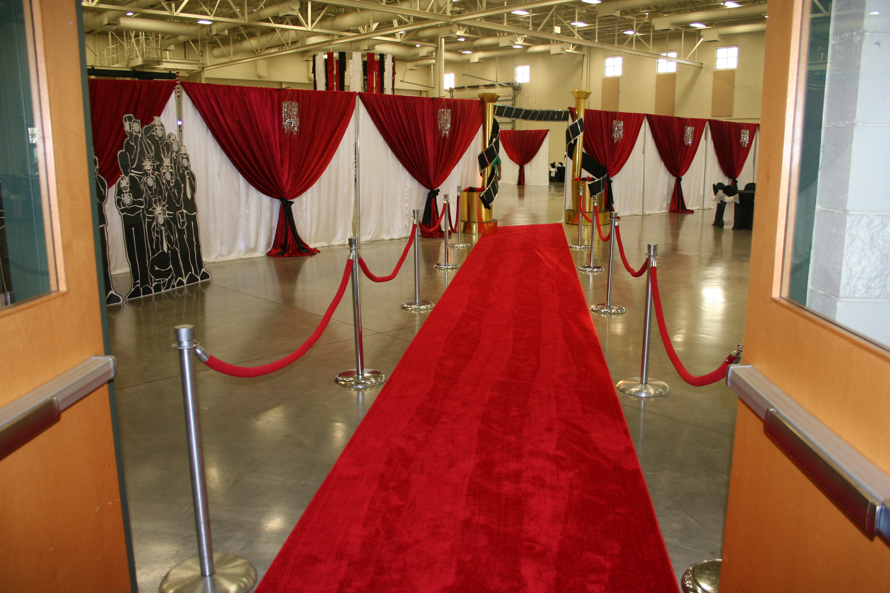 48 39 Red Carpet Entrance With Flashing Paparazzi Carpet Leading To